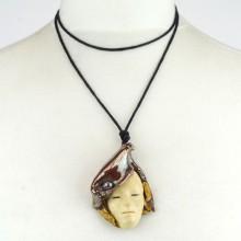 Maska wisior ceramiczny z perłą
